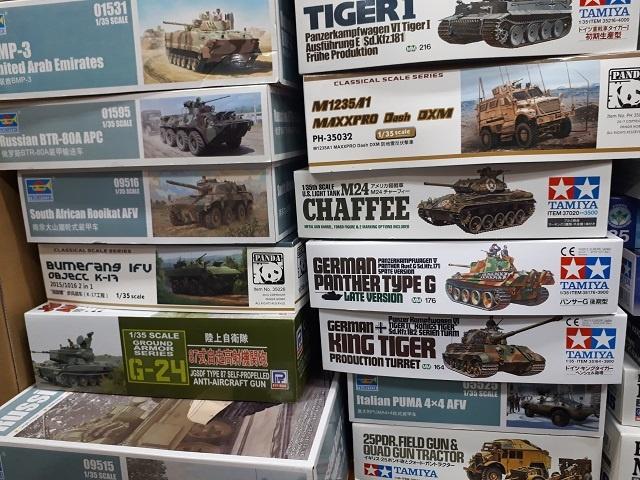 タミヤの「パンサーG後期型」など戦車プラモデルを約30箱、ミリタリー書籍を約50冊程お譲り頂きました。